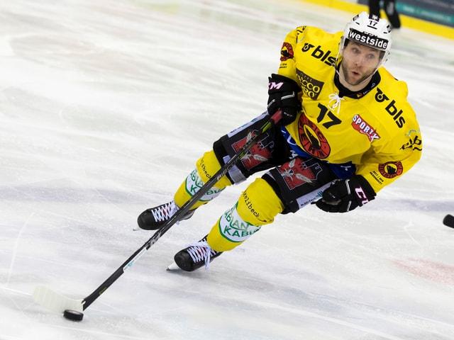 Gian-Andrea Randegger in Aktion auf dem Eis.