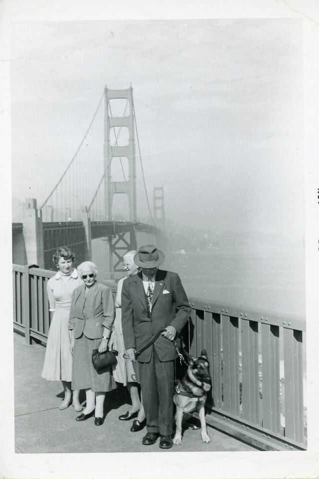 Georg, Elise e Elsie Dolf sin la Golden Gate Bridge