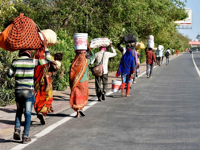 Wanderarbeiter auf dem Heimweg
