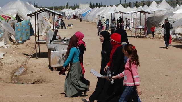 In camp cun fugitivs da la Siria.