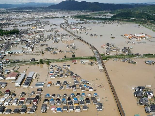 Kurashiki City in Japan steht unter Wasser.
