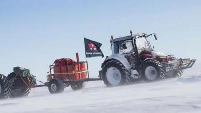 Traktor in Schnee und Eis