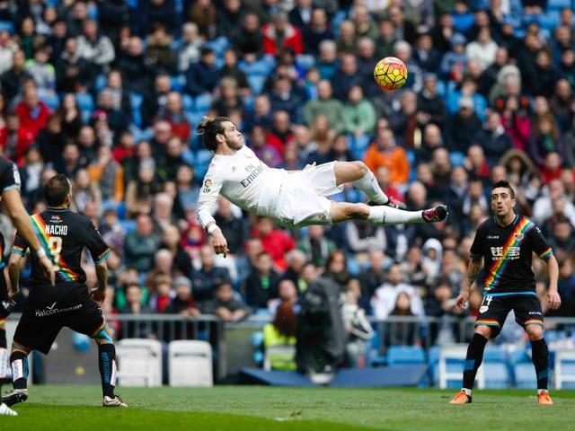 Gareth Bale mit einem Seitfallzieher