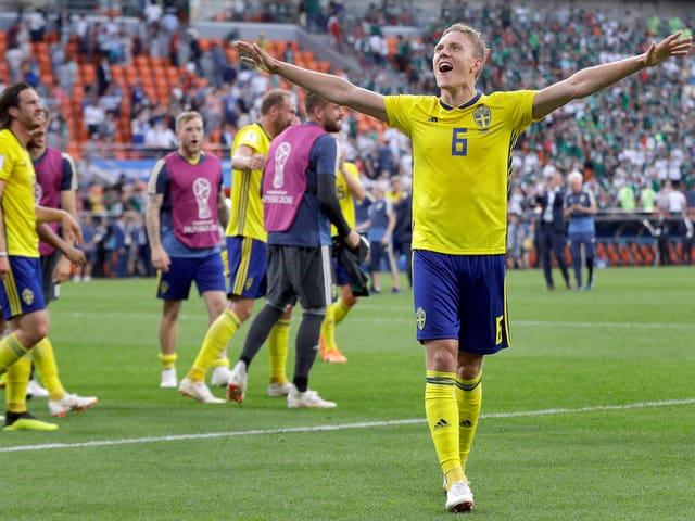 Ludwig Augustinsson steht mit Schweden im Achtelfinal.