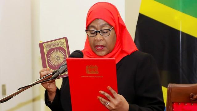 Samia Suluhu Hassan bei der Vereidigung