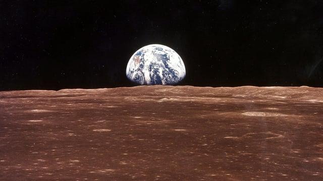 Mond und Erde.