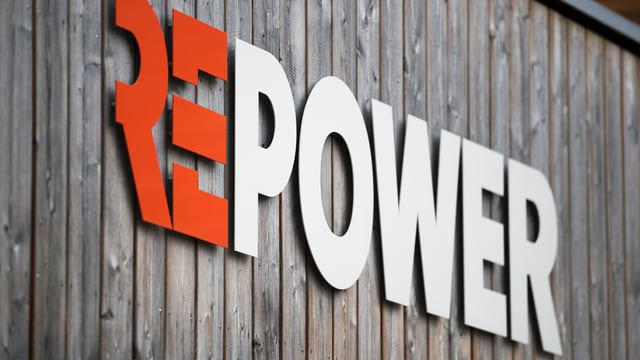 Repower-Schriftzug auf Holzwand