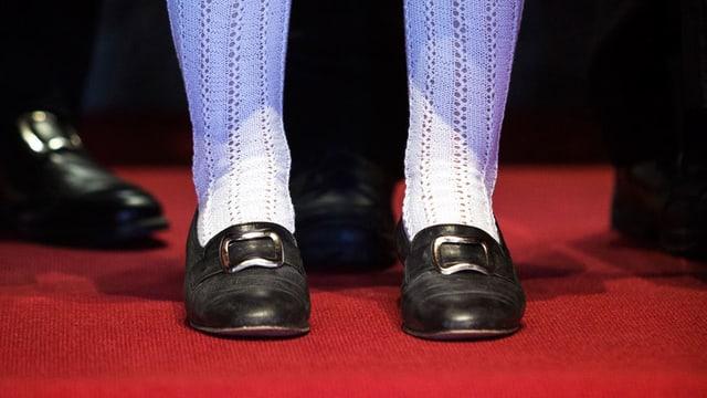 Socken und Schuhe einer Schweizer Tracht.