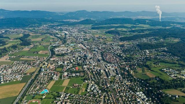 Luftbild der Region Zofingen. Hinten rechts sieht man das Kernkraftwerk Gösgen.