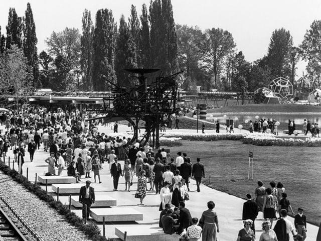 Besucher an der Expo 64 in Lausanne, aufgenommen im Sommer 1964.