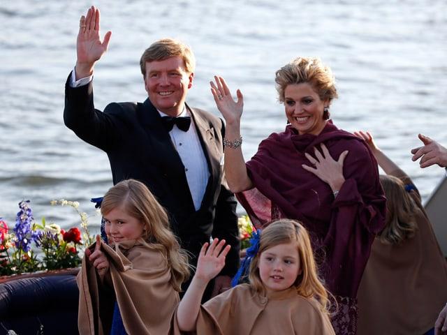 Willem-Alexander, Máxima und ihre Töchter.