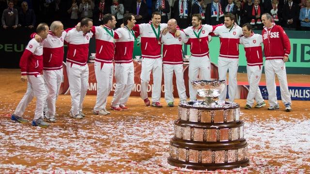 Das Schweizer Davis-Cup-Team lässt sich feiern.