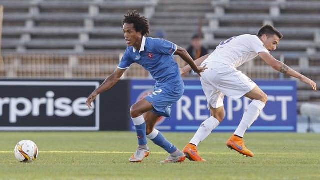 Kuca vernascht einen Gegner von Fiorentina