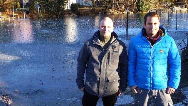 Martin Wittwer und Christof Baumann vor dem Lachenkanal bei Thun.