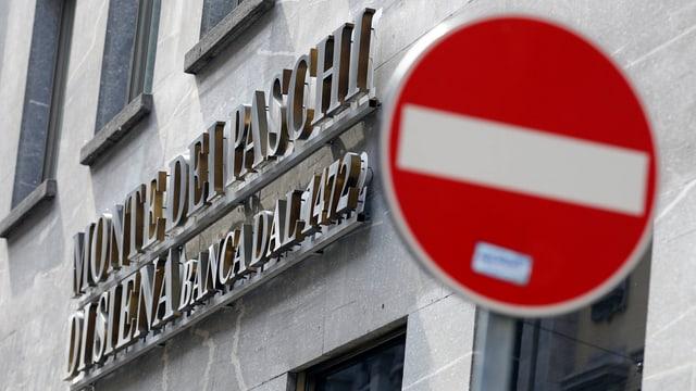 Aussenansicht der Filiale der Banca Monte dei Paschi in Mailand.