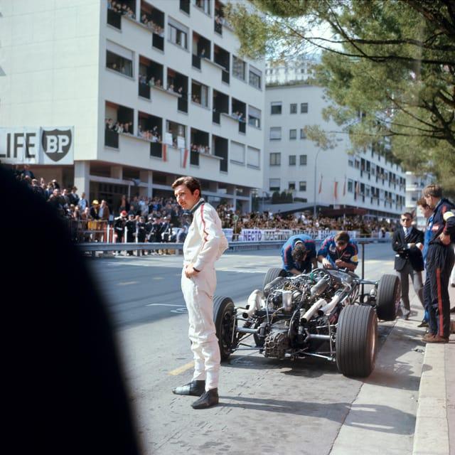 Der Schweizer Rennfahrer Joseph «Jo» Siffert in der Boxenstrasse am Formel 1 Grand Prix von Monaco, Monte Carlo, 10. Mai 1970.