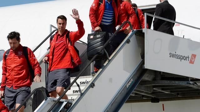 Diego Benaglio steigt aus dem Flugzeug