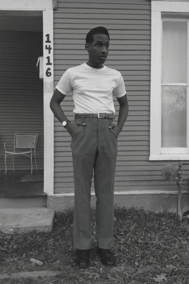 Leon Bridges im Old-Scool Outfit