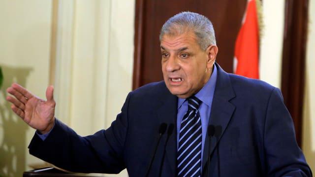 Der ehemalige ägyptische Premierminister Ibrahim Mahlab an einem Rednerpult