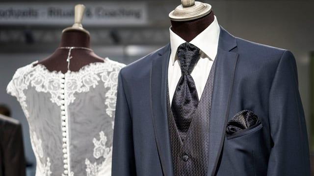 Hochzeitskleider bei einer Heiratsausstellung in Zürich.