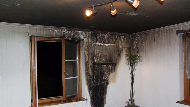 abitaziun demolida d'in incendi