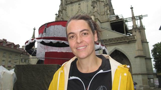 Buskers-Organisatorin Lisette Wyss vor dem Berner Münster