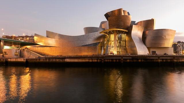 Guggenheim-Museum bei Nacht