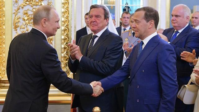 Putin mit Schröder und Medwedew