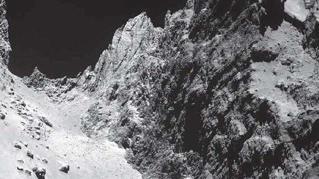 Diese Aufnahme von Tschuris Oberfläche zeigt Abhänge, Klüften und Geröllebenen auf dem Kometen.