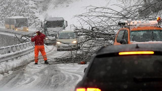 Schnee: Strasse wird blockiert.