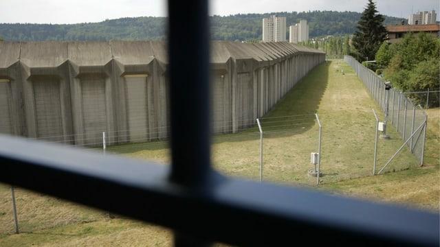 Gefängniszelle mit Blick nach draussen