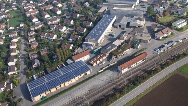Mit den Solaranlagen der Firma Wegmüller in Rickenbach werden nun die Boiler der benachbarten Häuser mit Strom versorgt
