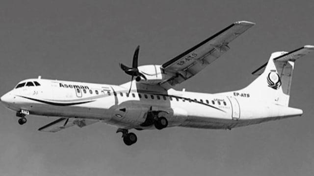 Schwarz-weiss Foto eines Flugzeuges