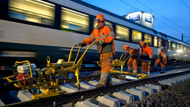 Schienen auf Nadeloehr-Strecke zwischen Aarau und Schoenenwerd werden ersetzt.