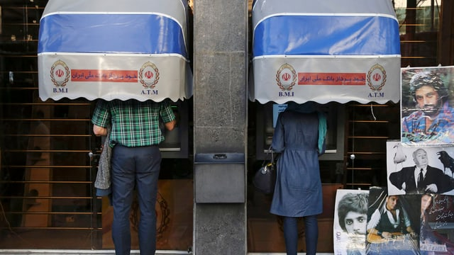 Zwei iranische Bankomaten