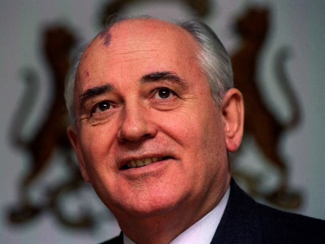MIchail Gorbatschow an einer Pressekonferenz im Dezember 1993. (reuters)
