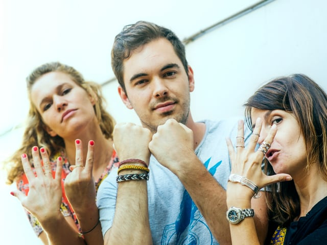 Kathrin, Fabio und Ursula mit Händeschmuck