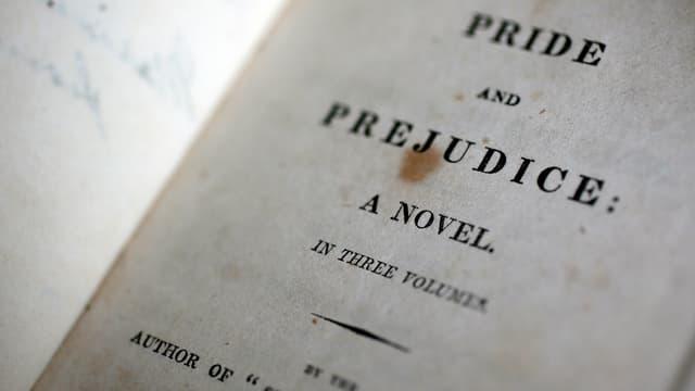 Erstausgabe von «Pride and Prejudice» von 1813, leicht stockfleckig.