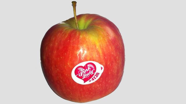 Apfel mit Aufkleber