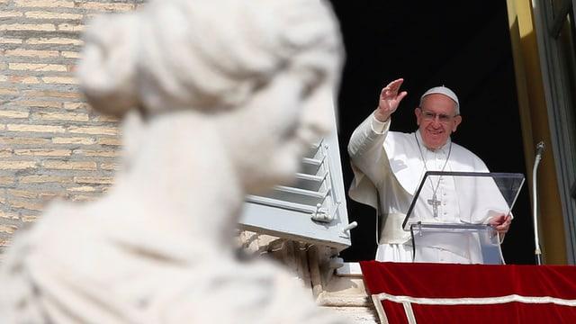 Papst Franziskus an seinem Fenster.