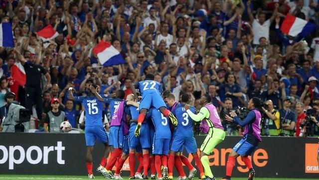 La Frantscha celebrescha la victoria encunter la Germania.