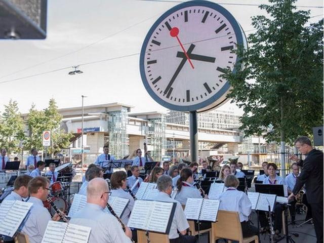 SBB Blasorchester während Konzert.