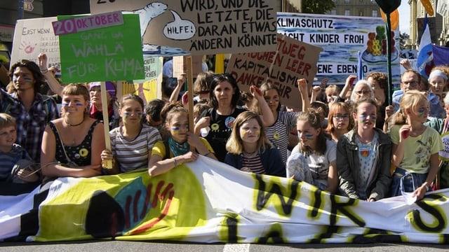 Kinder und Jugendliche an der Klimademonstration in Bern.