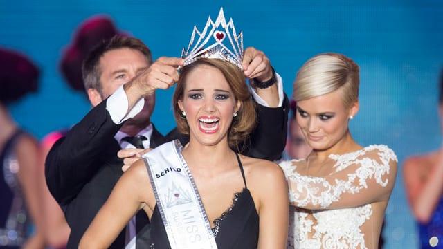 Laetitia Guarino wird zur neuen Miss Schweiz gekrönt.