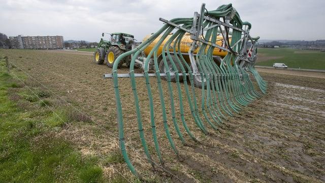 Traktor mit Schleppschlauchsystem