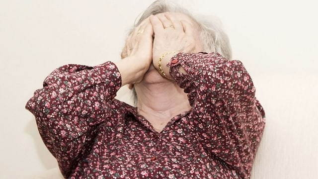 Video «Wenn Altenpflege aggressiv macht» abspielen