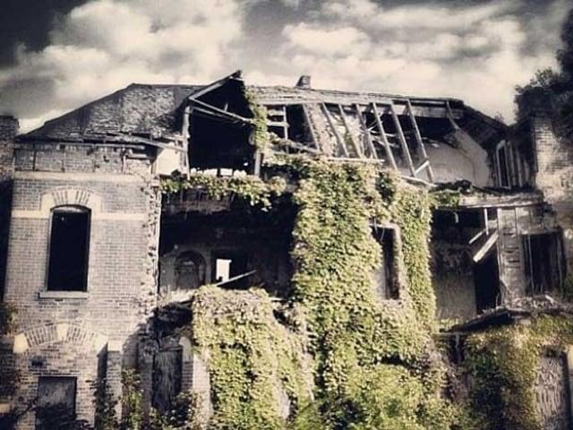 Die Ruine eines Hauses