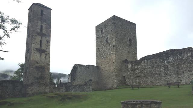 La ruina dal chasti da Vuorz.
