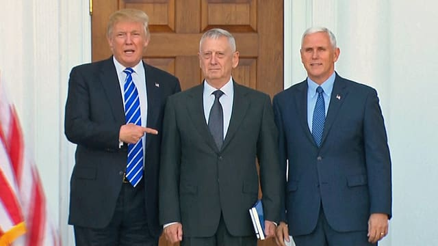 Gruppenbild mit Donald Trump, James Mattis und Mice Pence.