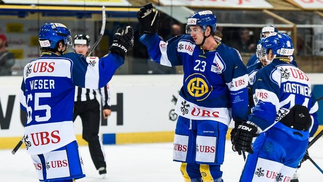 trais giugaders da hockey dal HCD, Wieser, Walser e Koistinen